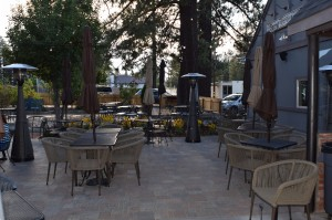 Patio dining at 572 Social Kitchen in Big Bear Village