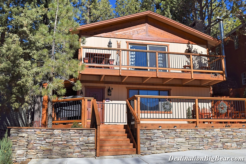 3 Legged Moose cabin rental in Big Bear Lake