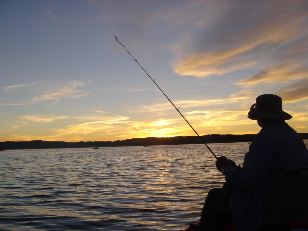 fishing on the lake Anglers can experience a lifetime of varied and rewarding adventures fishing for  trout in oregon's shaded coastal streams, alpine lakes, urban ponds and high.
