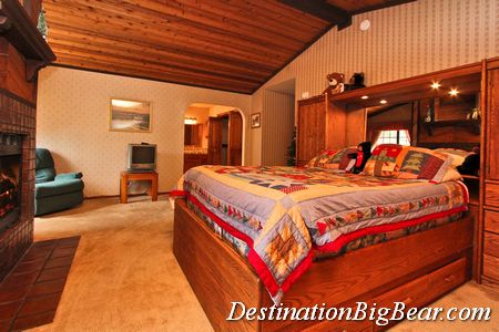 Master bedroom big bear cabin rental before
