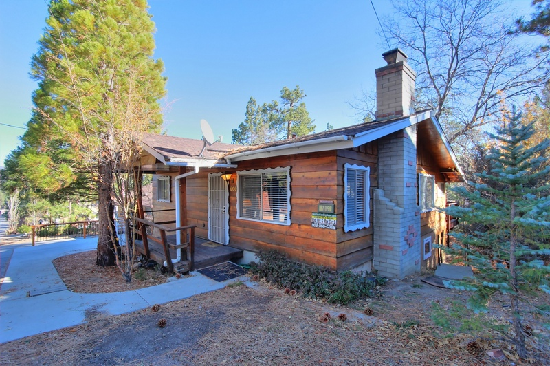 For the love of acorns in big bear lake destination big bear for Big bear retreat cabins