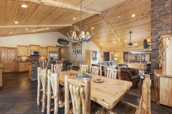 Big Bear Cabin- Bearadise Lodge - Dinning Room