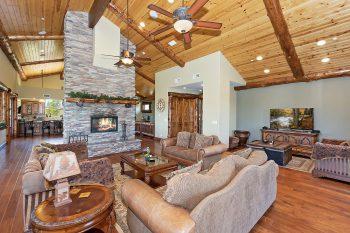 Big Bear Cabin-Mountain Masterpiece
