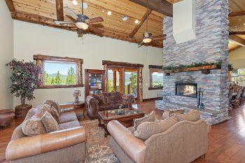 Big Bear Cabin- Mountain Masterpiece- Living Room
