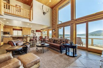 Big Bear Cabin-The Grand On the Shore- Living Room