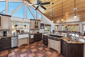 Big Bear Cabins- Tranquility Lodge- Kitchen